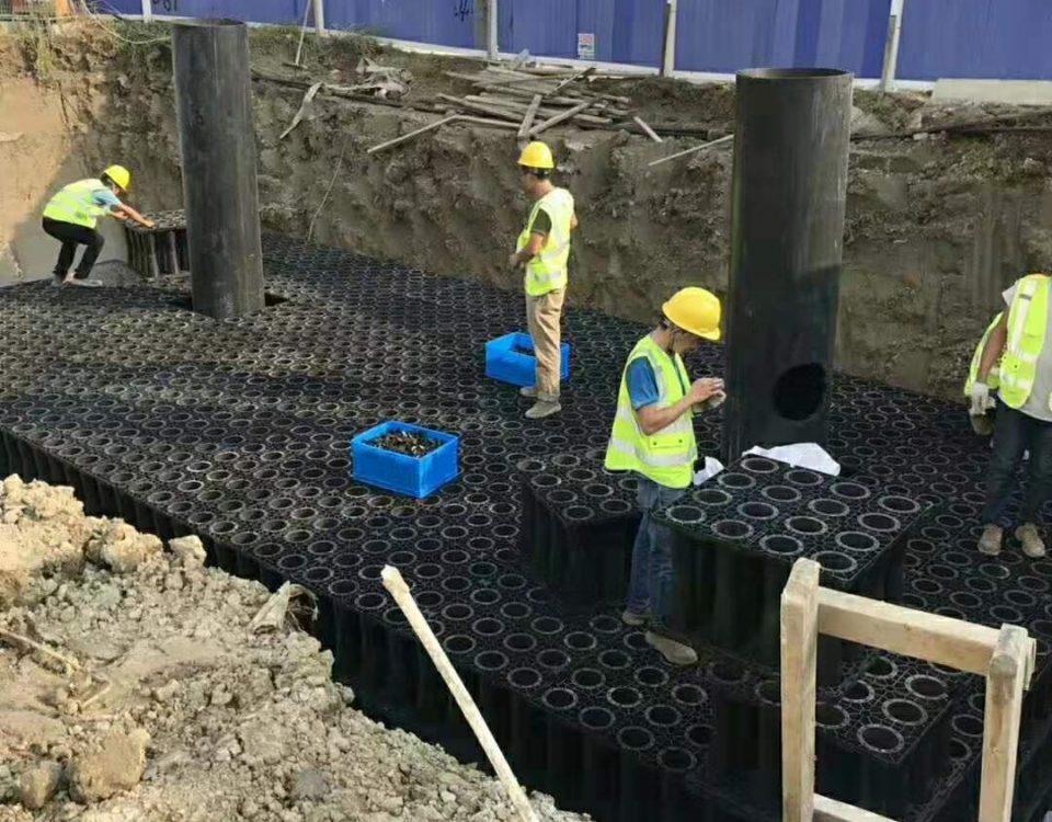 德励石-年产15.3亿件食品日化塑胶包装盖雨水收集回收利用项目施工6
